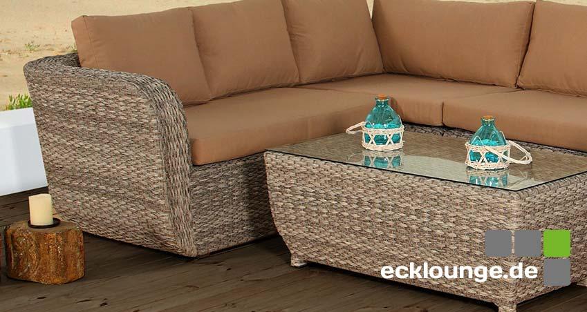 Ecklounge aus Naturmaterial - Tisch und Gartencouch sind beide aus natürlcihen und nachhaltzigen SMaterialien produziert