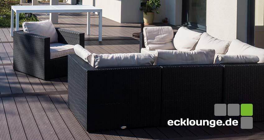 Polyrattan Ecklounge auf WPC Terasse in schwarz - sehr edel und modern mit weißen Kissen